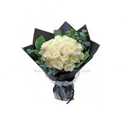 Bó hoa hồng trắng tinh khôi