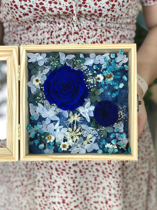 Hộp hoa hồng xanh Love Is Blue - BLU03